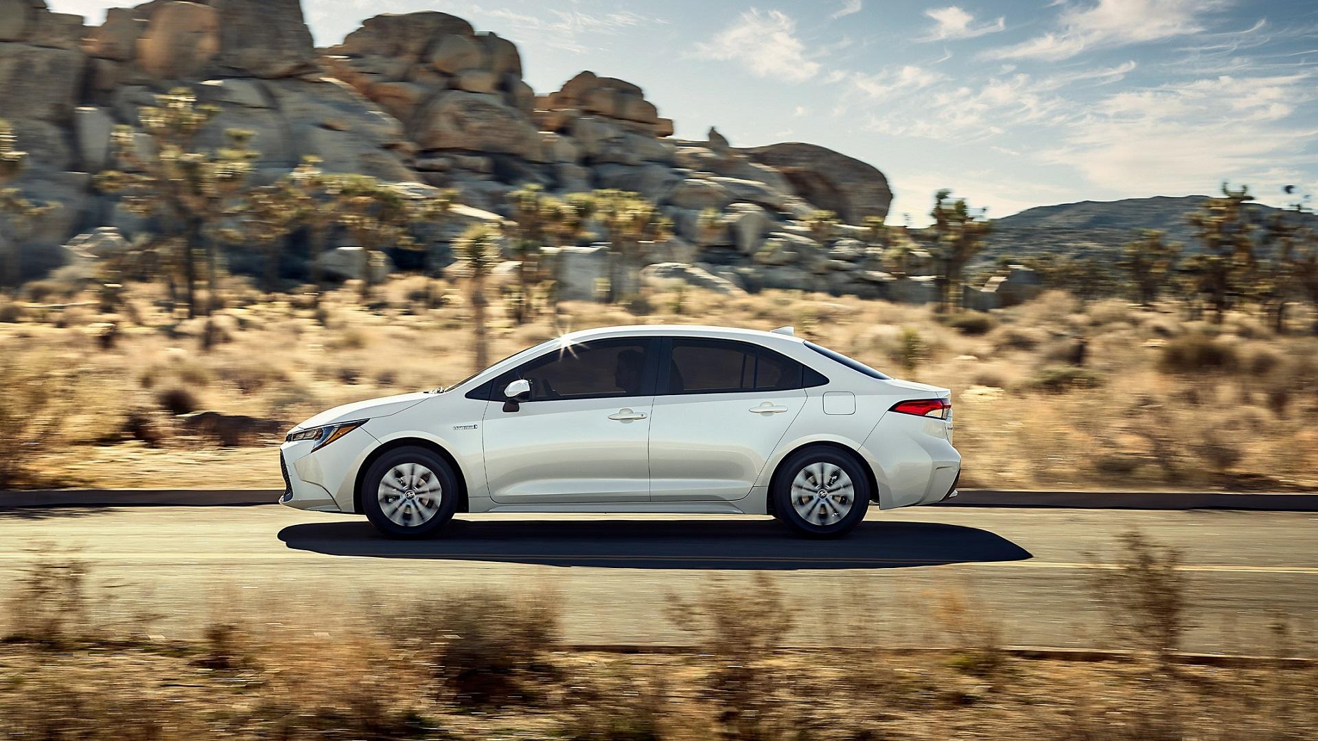 2020 Toyota Corolla Hybrid vs 2019 Hyundai Ioniq Hybrid in Kansas City, MO, 64114
