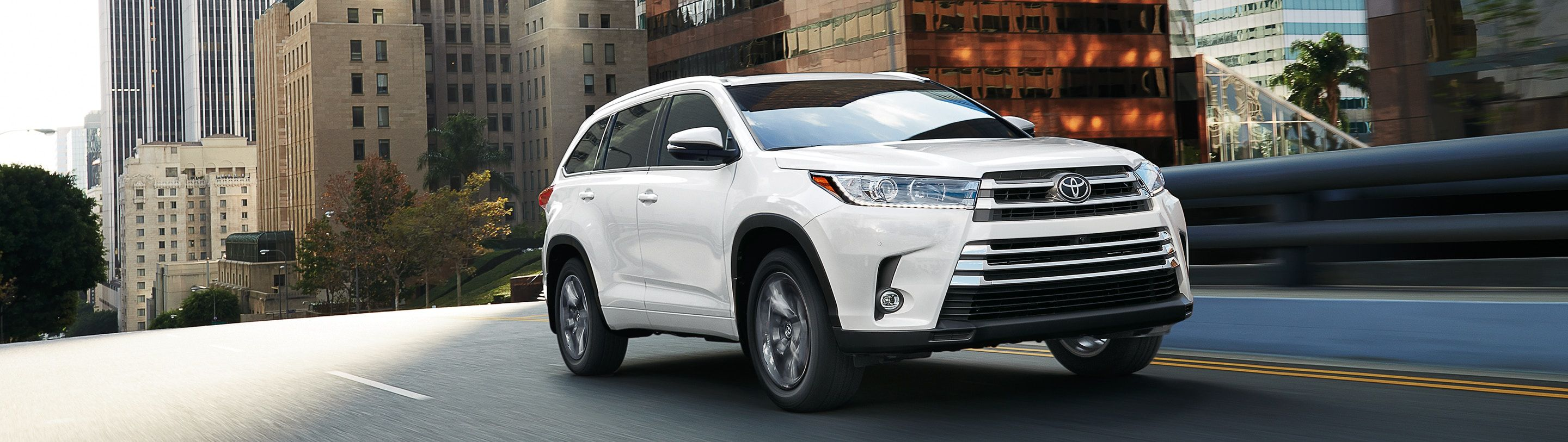 2019 Toyota Highlander Hybrid Leasing near Loves Park, IL