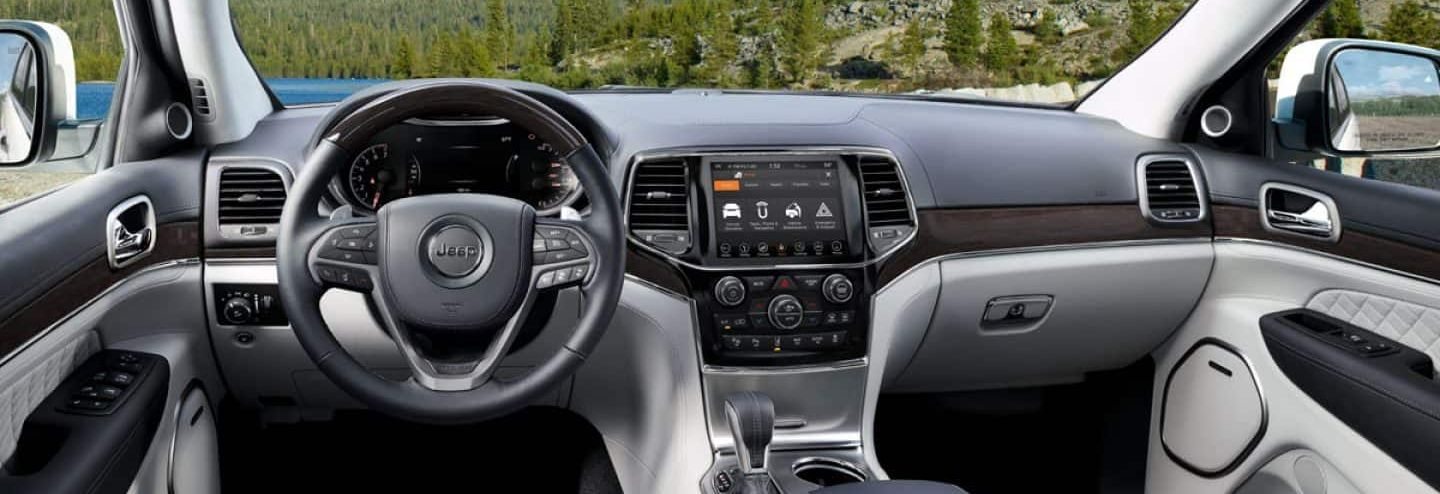 Tech-Loaded Interior of the 2019 Grand Cherokee
