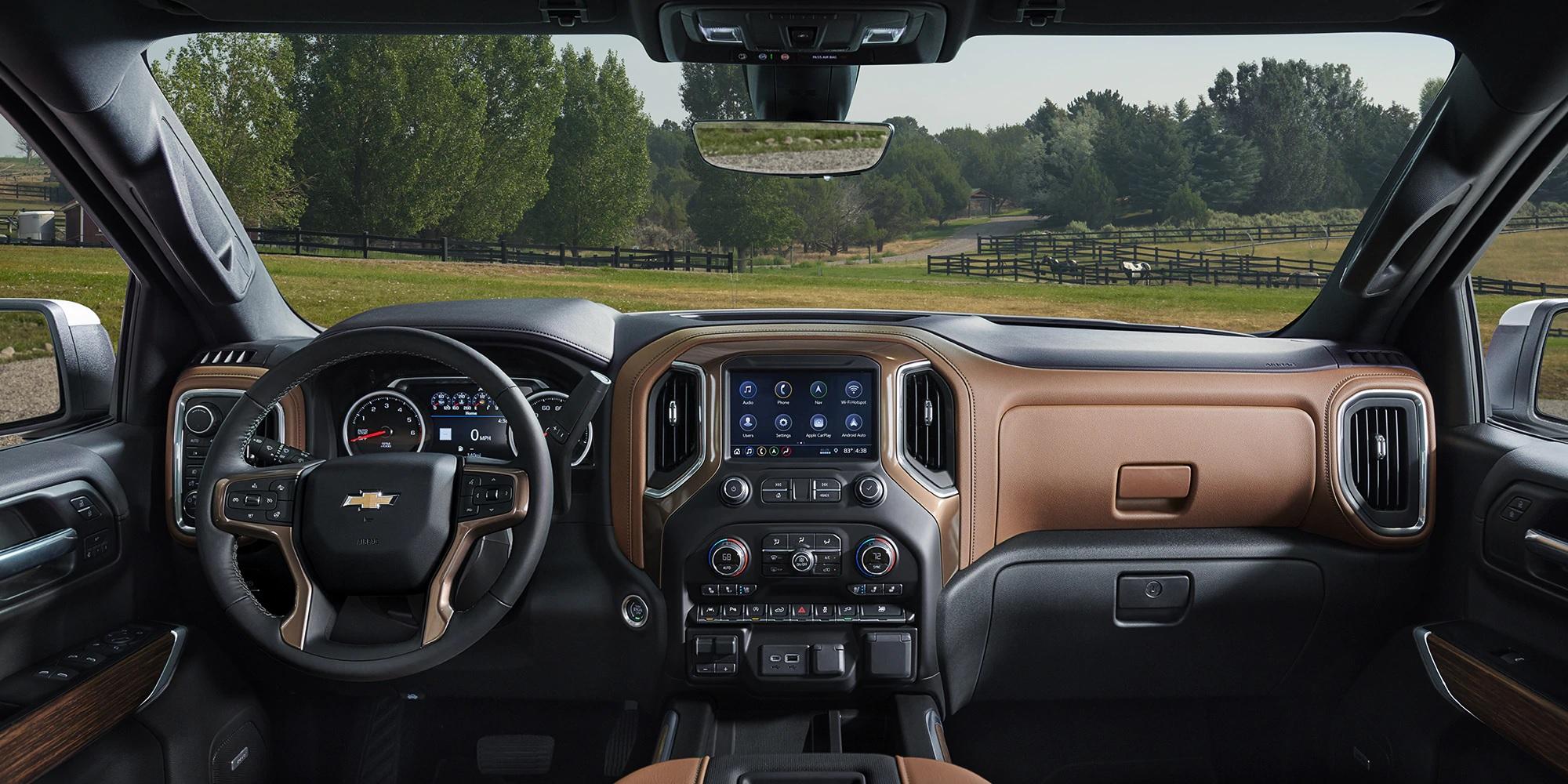 Bello interior de la Chevy Silverado 1500 2019