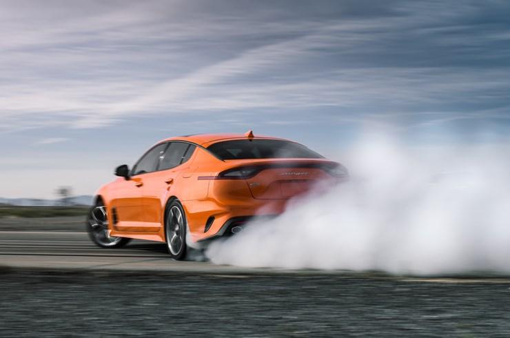 La tracción integral D-AWD del Kia Stinger GTS 2020 te da potencia donde la necesitas