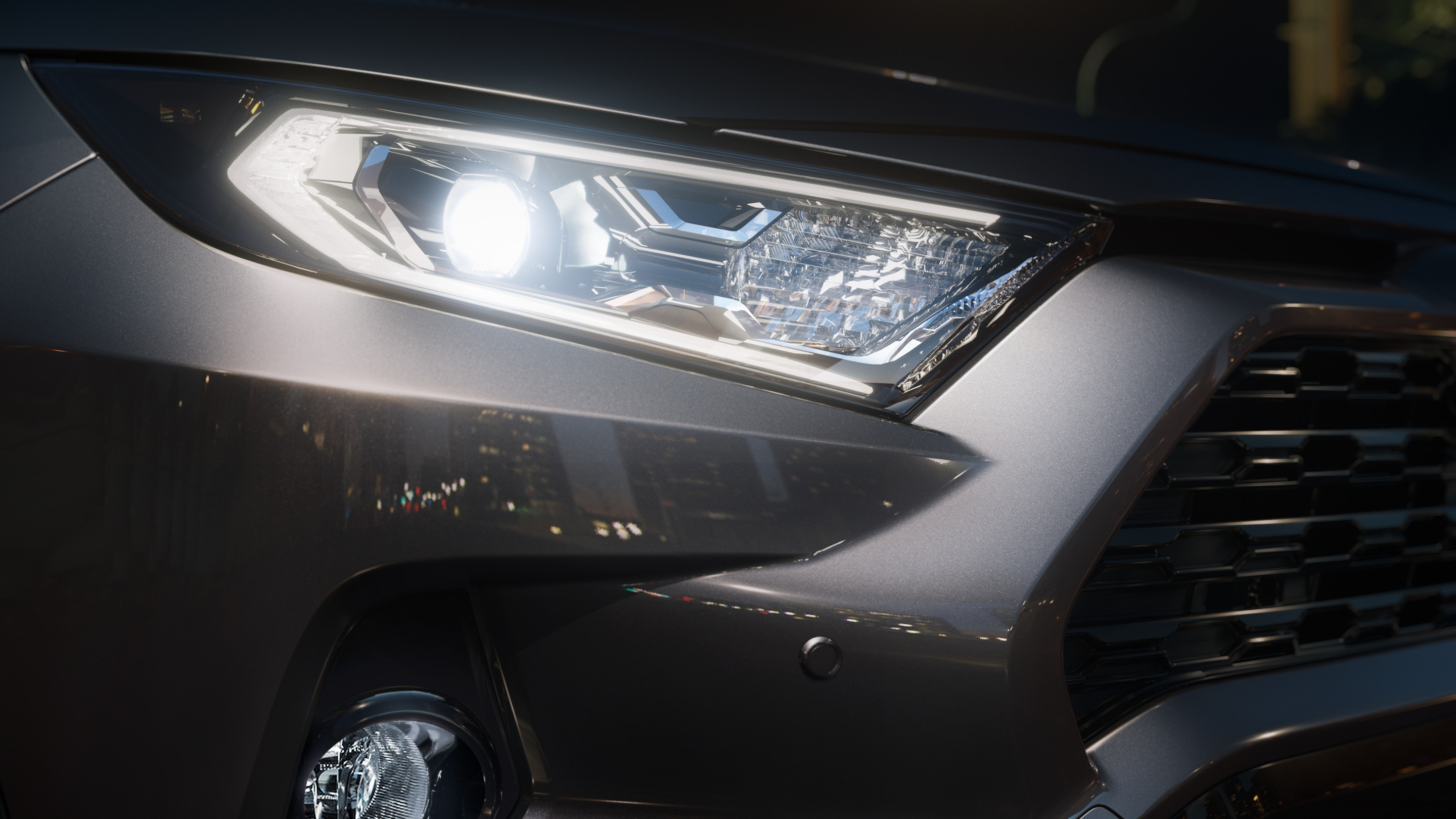 Striking Headlights of the 2019 RAV4