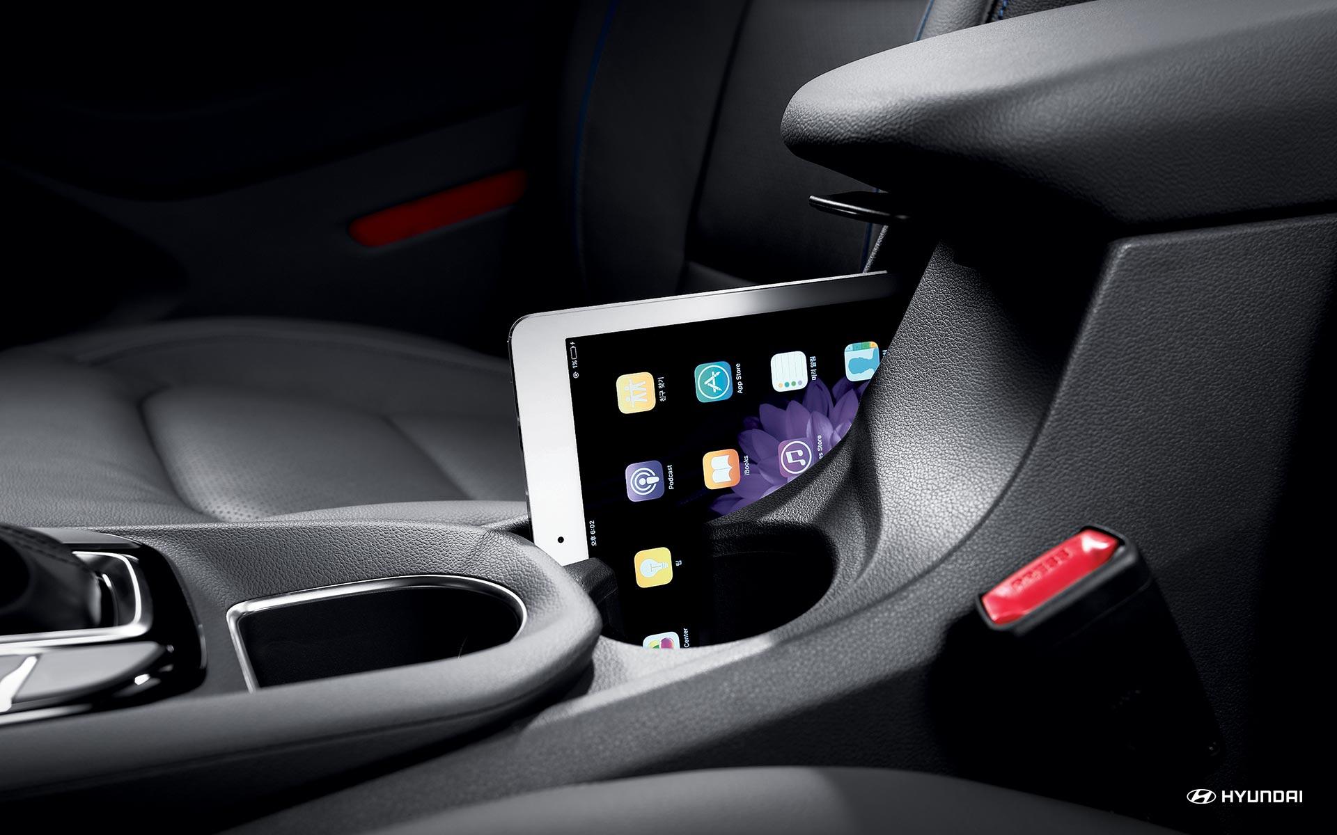 Tech-Friendly Interior of the 2019 Ioniq Hybrid