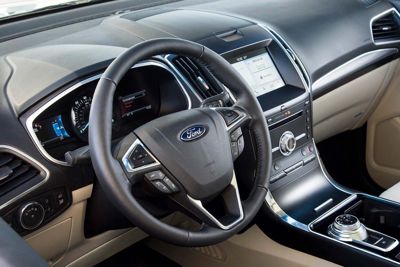 2019 Ford Edge Cockpit