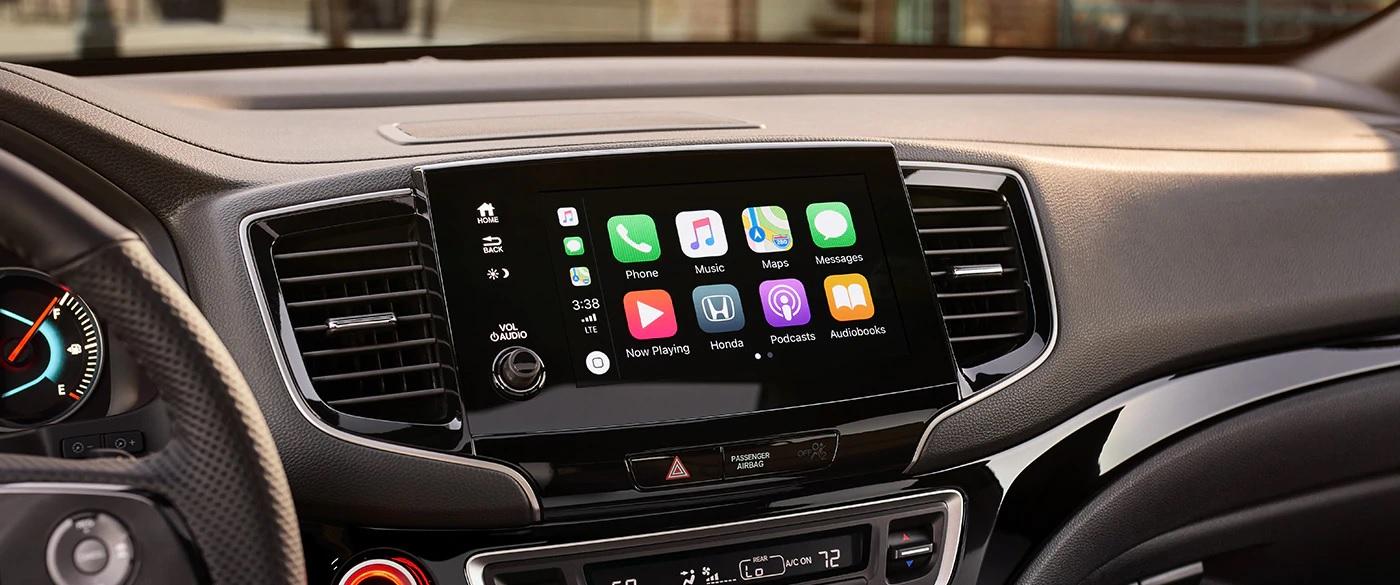Con Apple CarPlay™ y Android Auto™ usarás tu Smartphone como si fuese una función más te tu carro.