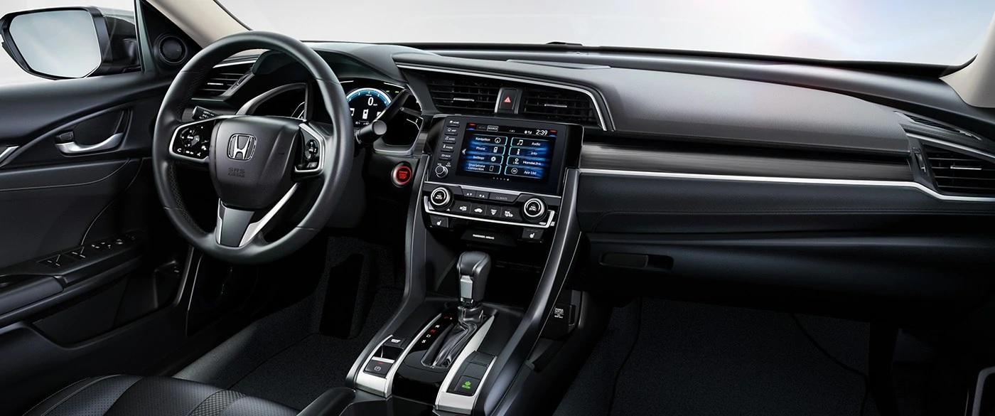 Acomódate y relájate: el interior del Honda Civic lo tiene todo para que disfrutes de tu viaje.