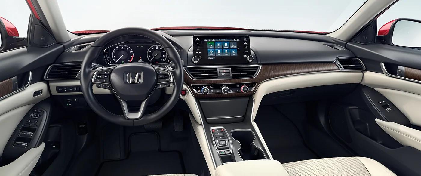 El interior te ofrece una increíble vista del camino y, también, materiales de calidad Premium.