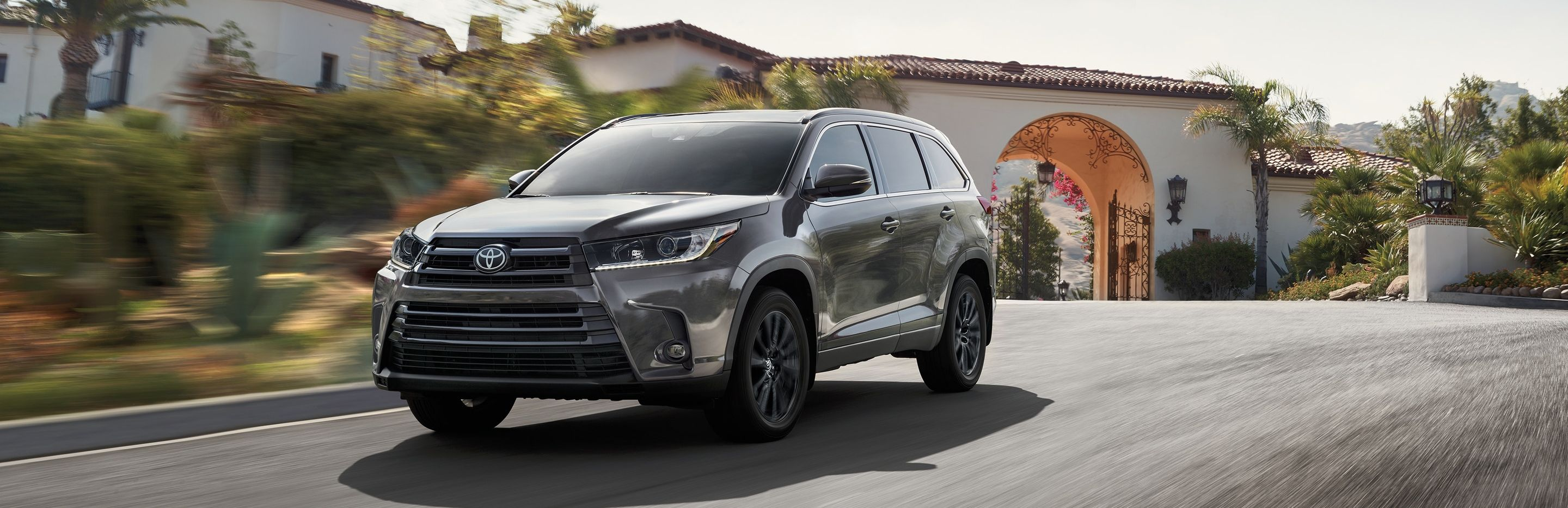 2019 Toyota Highlander Financing near West Des Moines, IA