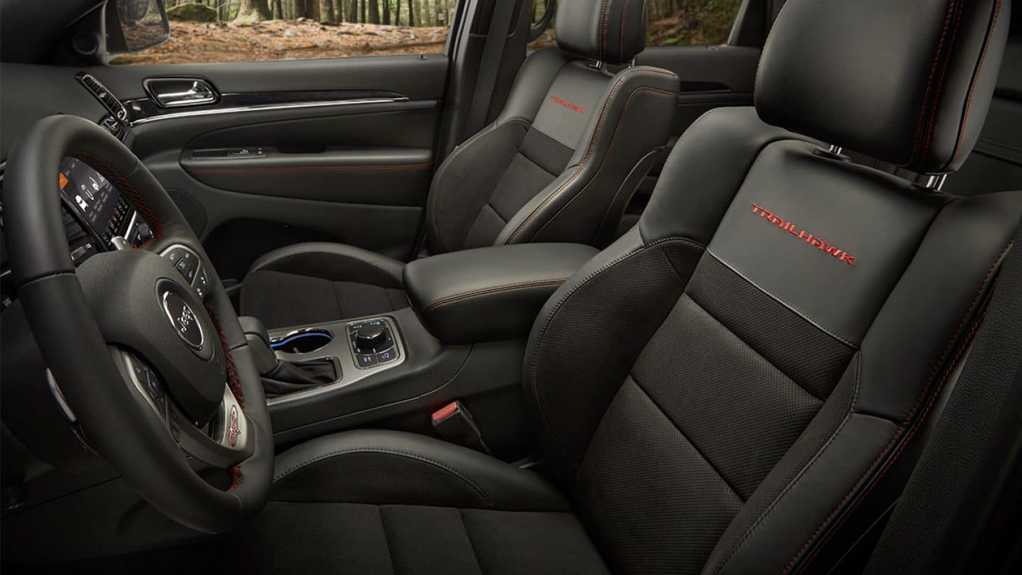 Enjoy the 2019 Grand Cherokee's Premier Cabin