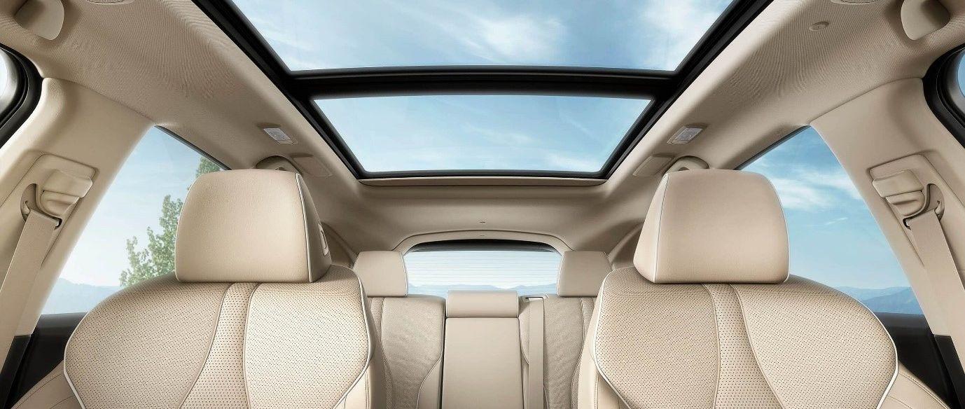 Consiente a tus pasajeros con el confortable interior de la RDX