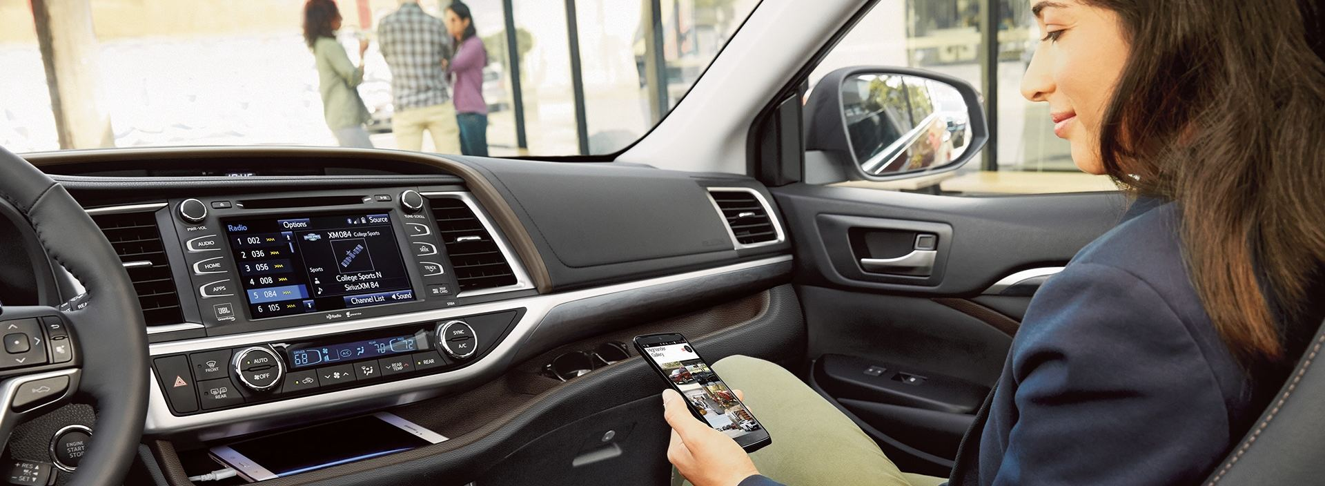Connectivity Features in the 2019 Highlander