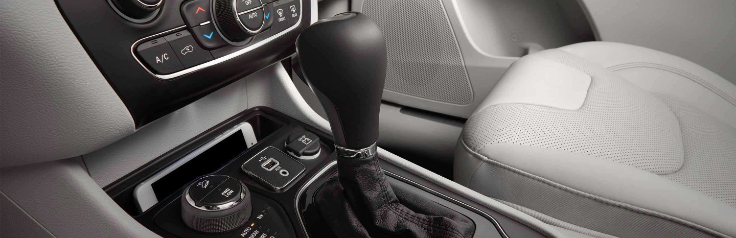 Gearshift Lever in the 2020 Cherokee