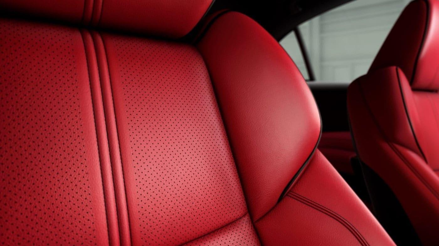 Los asientos de cuero y diseño ergonómico te darán confort y estilo diario.