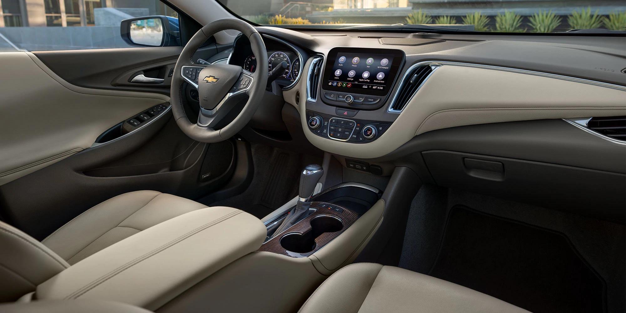 Moderno interior del Chevrolet Malibu 2020