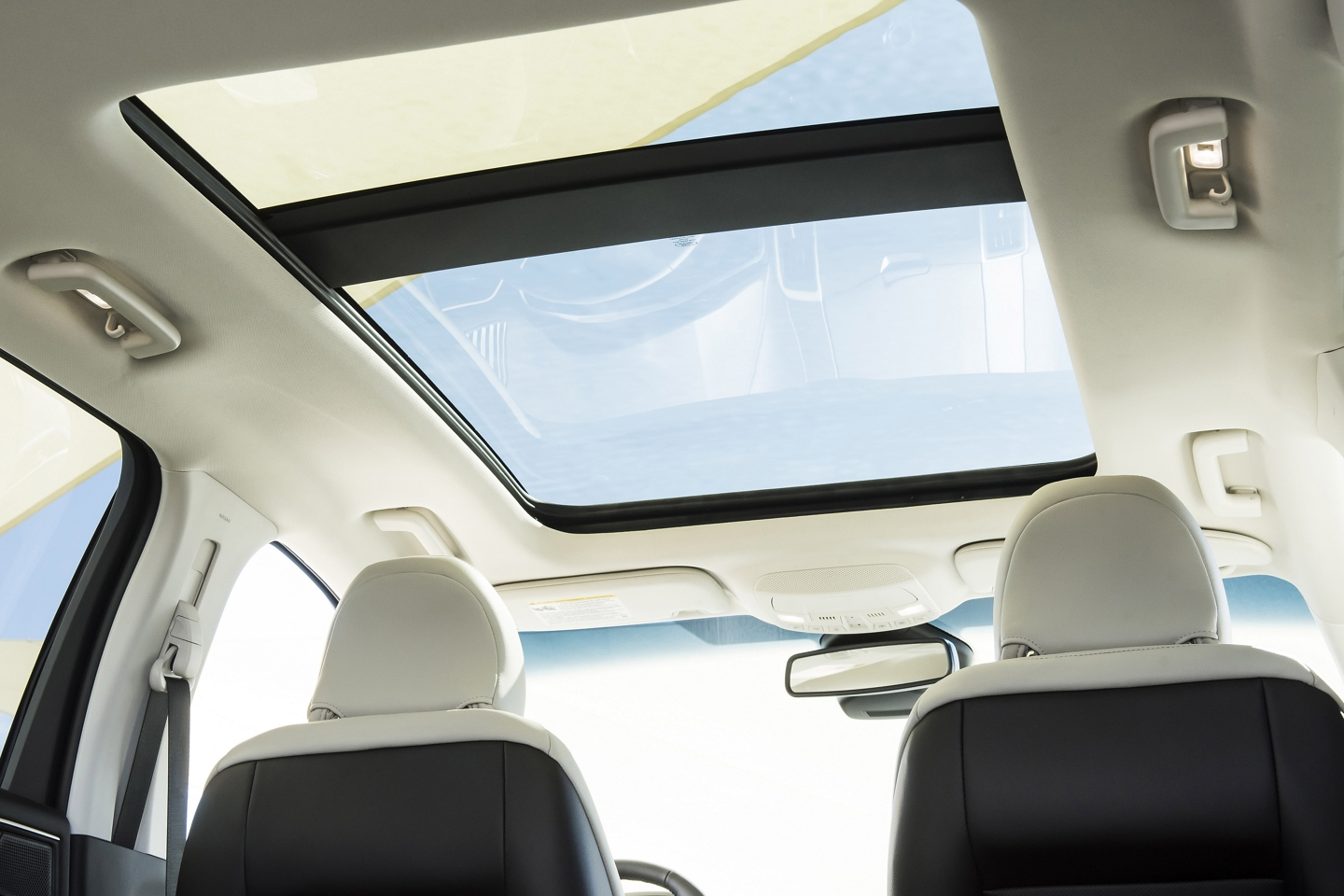 Moon Roof in the 2020 Edge