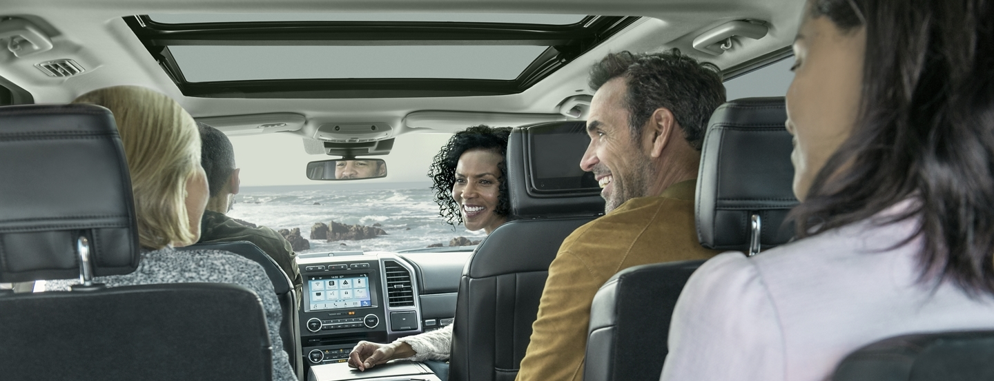 Pick Up Your Crew in the 2019 Ford Expedition