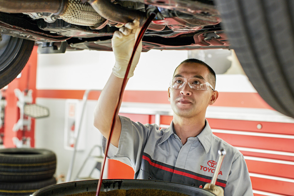ToyotaCare in Erie at Superior Toyota | Toyota technicians changing car oil