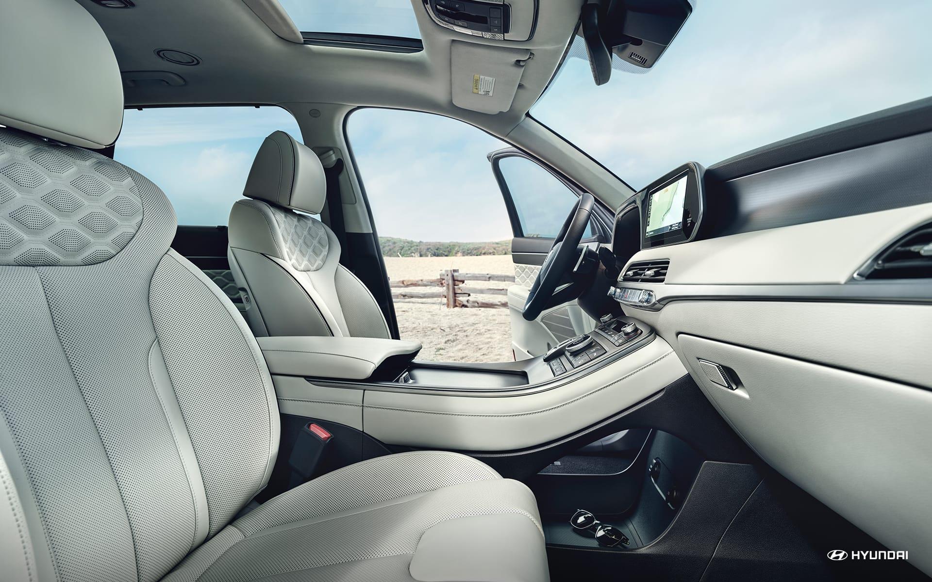 Los asientos opcionales de cuero Nappa son el toque perfecto de excentricidad en la cabina.