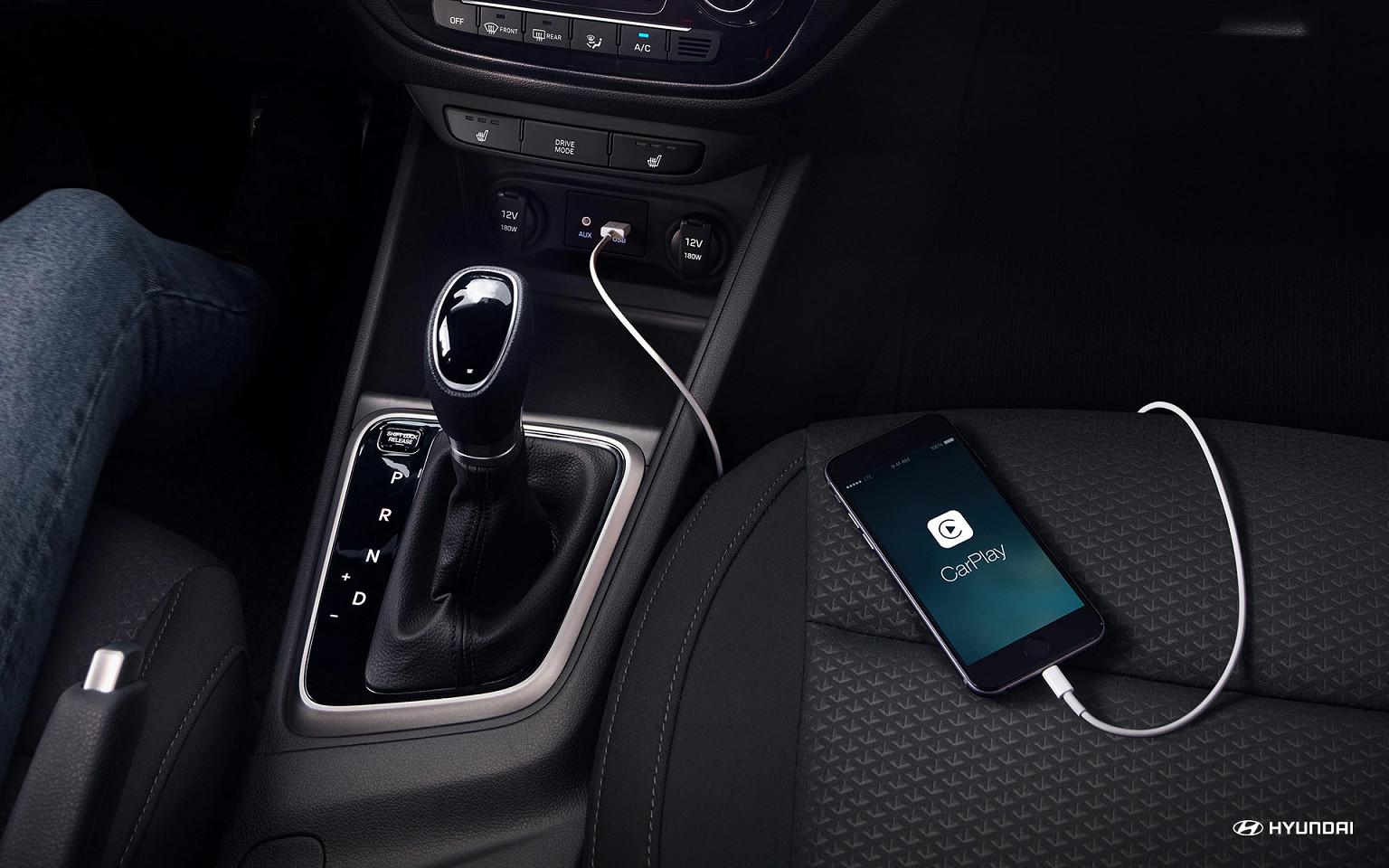 Con Apple CarPlay® podrás usar tu teléfono mientras conduces sin tenerlo en tus manos.