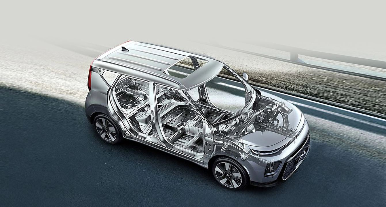 Con su rígida carrocería de acero de alta resistencia y todas las funciones tecnológicas de seguridad asistencia al conductor conducirás confiado y protegido.