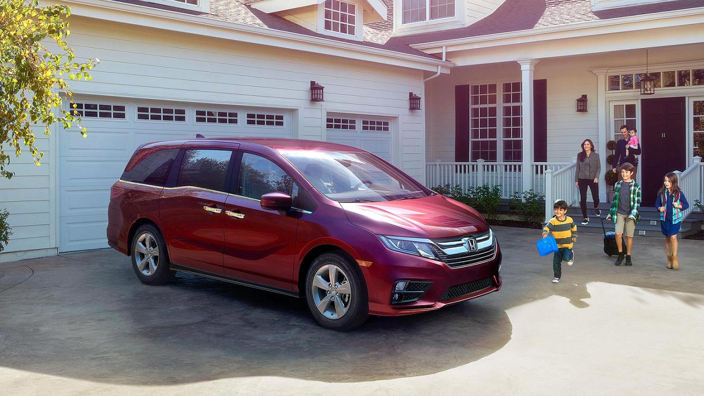 2020 Honda Odyssey vs 2020 Toyota Sienna near Downers Grove, IL
