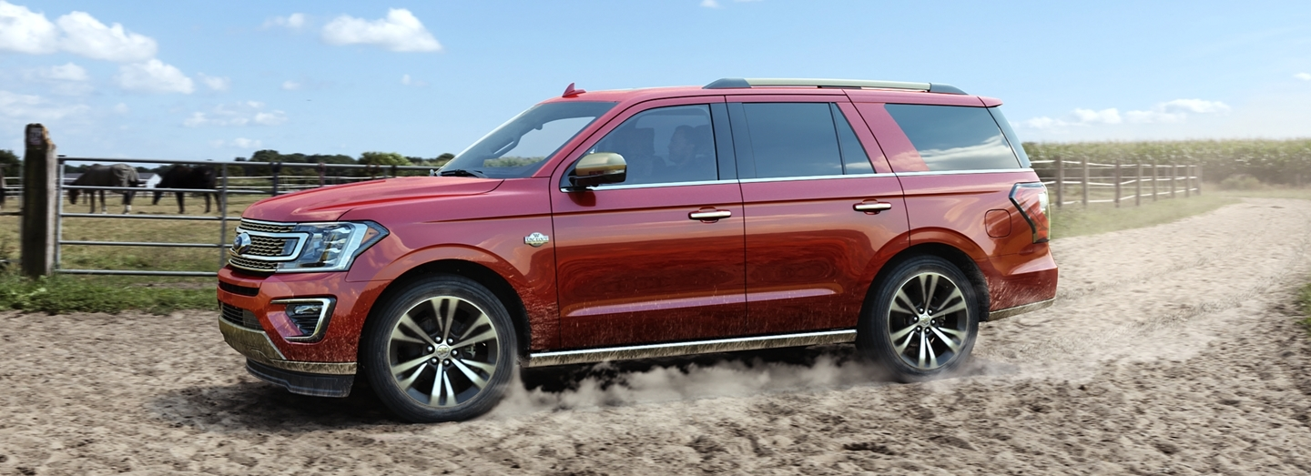 2020 Ford Expedition vs 2020 Chevrolet Traverse near Waukegan, IL