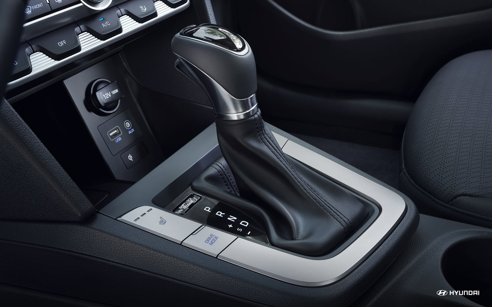 Sporty Details in the 2020 Elantra