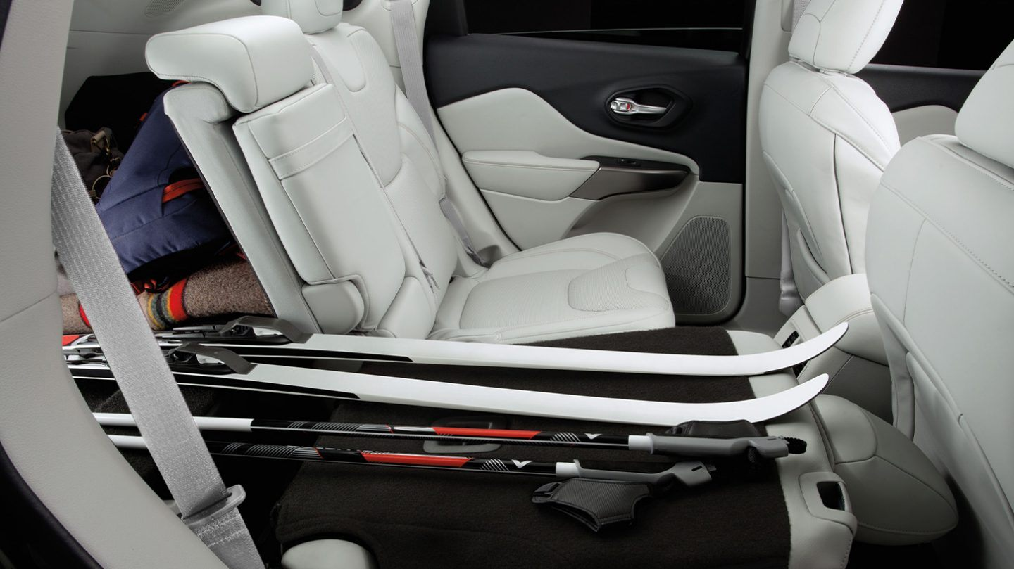 2020 Jeep Cherokee 60/40 Split-Folding Rear Seat