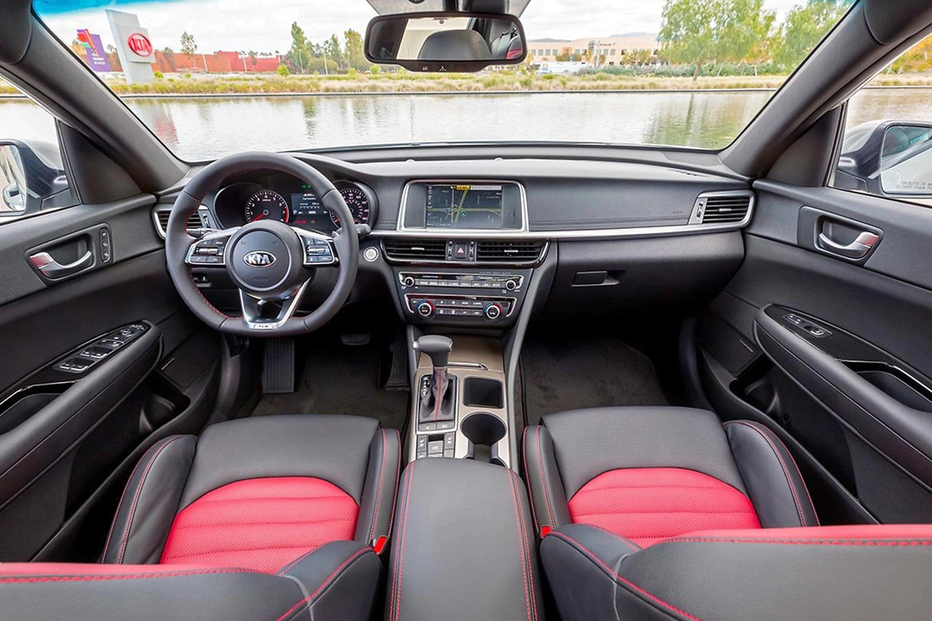 Interior del Kia Optima 2020