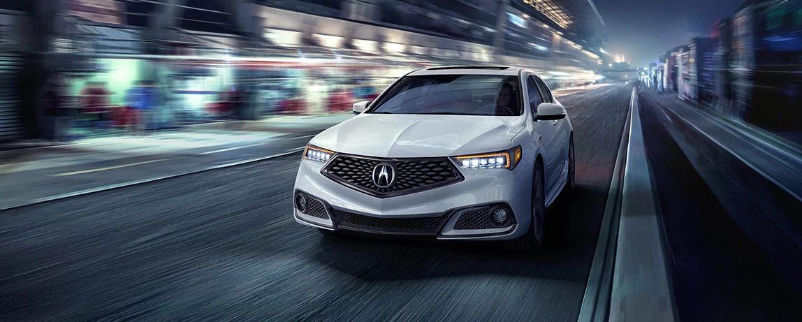 El vehículo que se muestra es el Acura TLX 2020 en Platinum White Pearl con paquete A-Spec