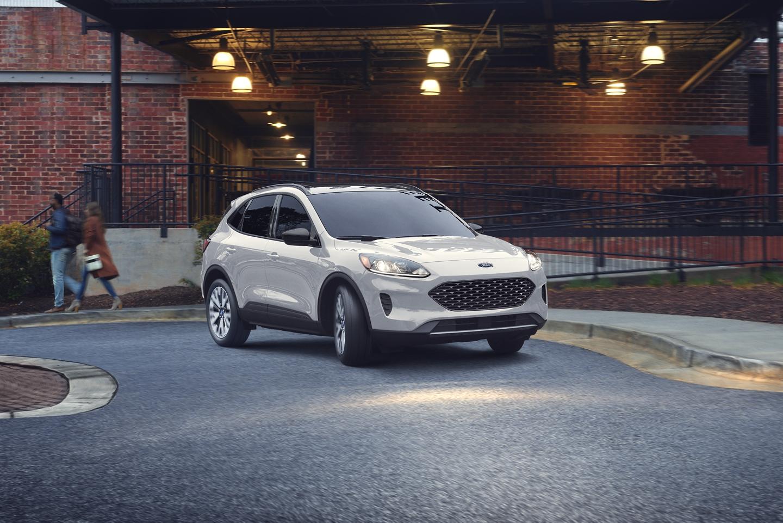 2020 Ford Escape vs 2020 Chevrolet Equinox near Wayne, NJ