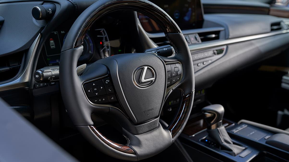 2020 ES 350 Leather-Wrapped Steering Wheel