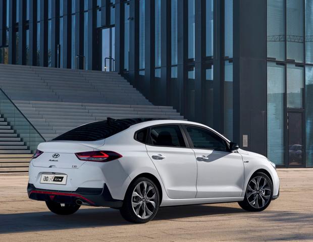 Hyundai i30 Fastback wit | Autobedrijf Noteboom