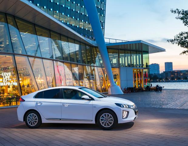 Hyundai iONIQ zijkant wit | Autobedrijf Noteboom