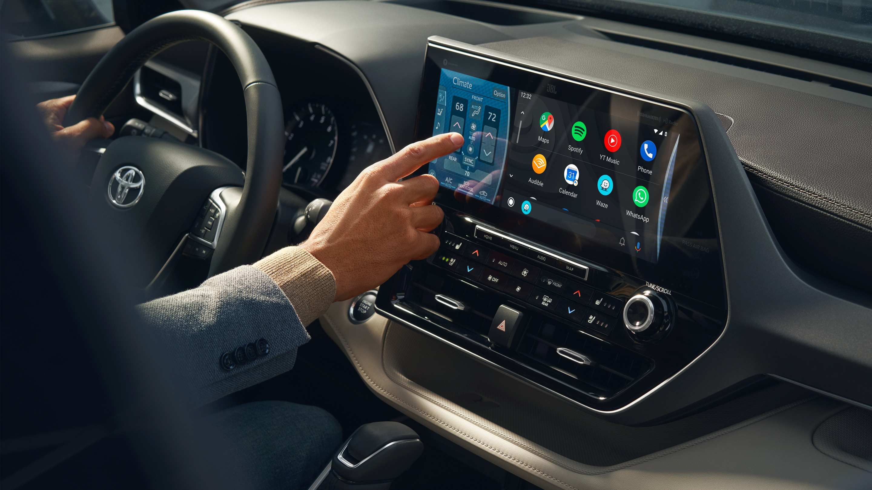 Touchscreen in the 2020 Highlander