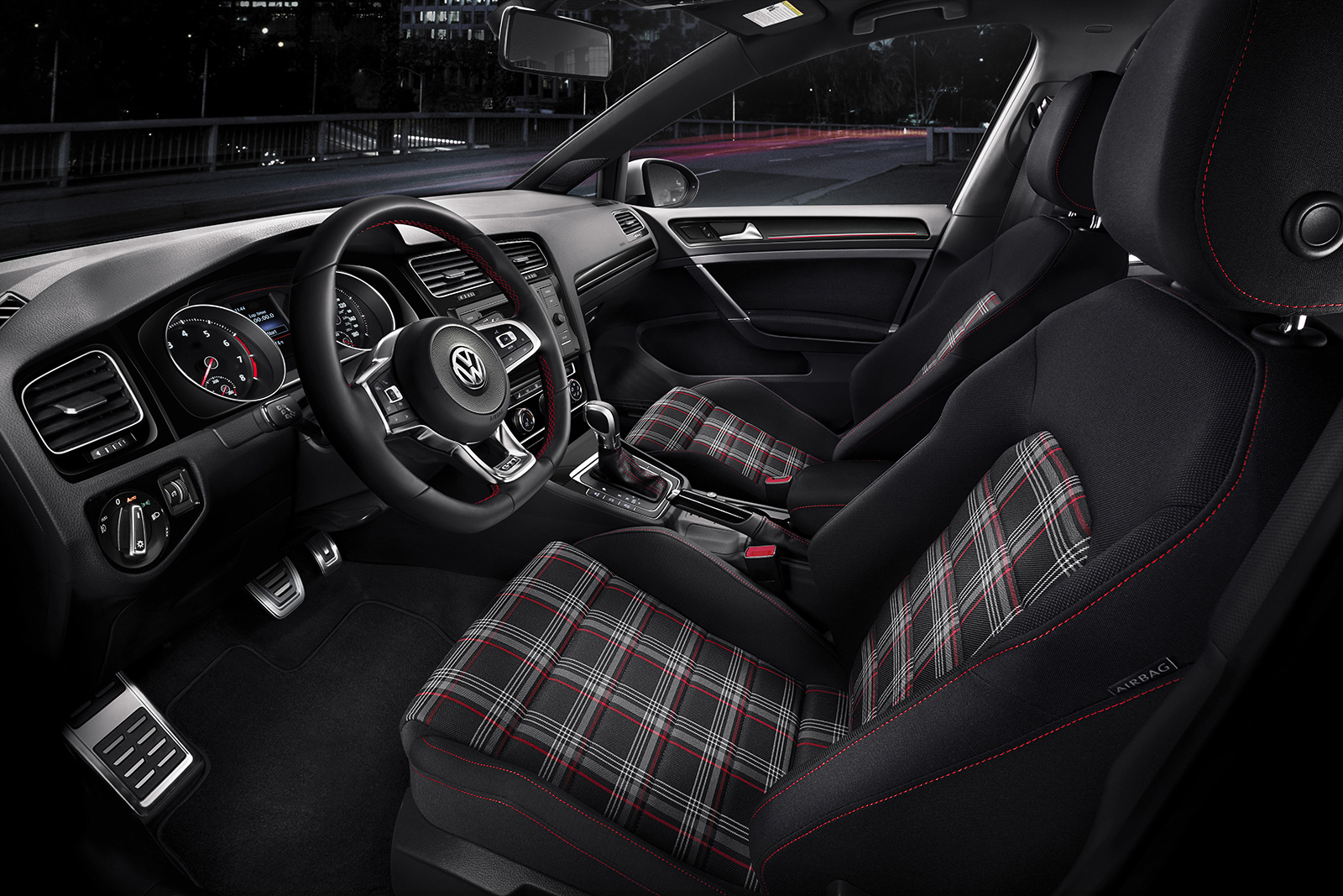 La deportividad del Golf GTI también se luce por dentro.