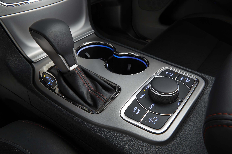 2020 Grand Cherokee Driving Controls