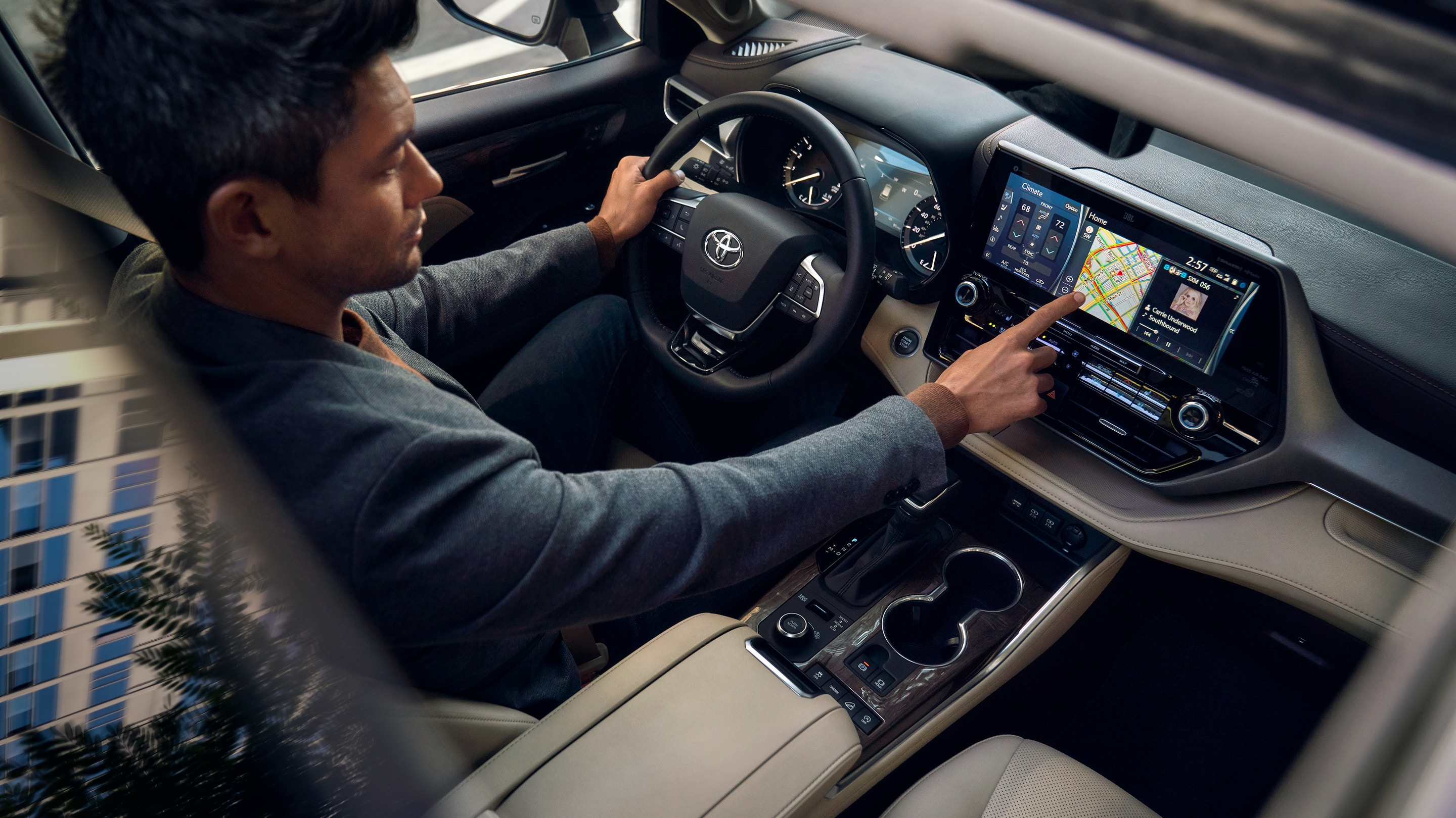 Controls at Your Fingertips in the 2020 Highlander