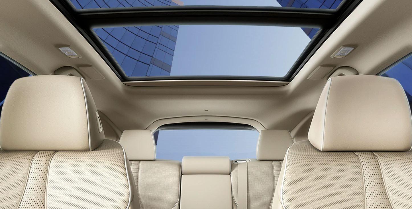 El techo corredizo panorámico es una de las tantas características estándar.