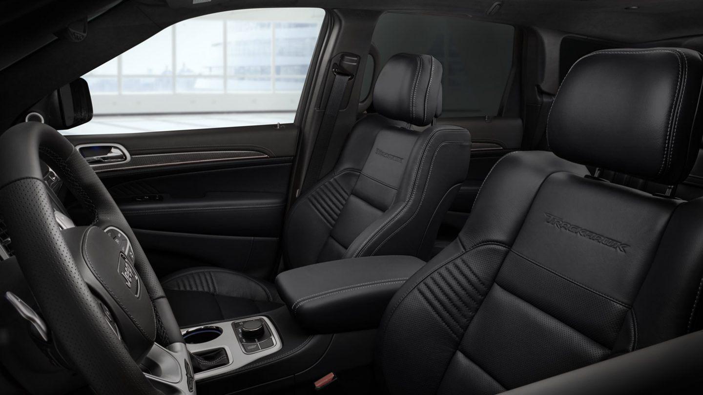 Interior of the 2020 Jeep Grand Cherokee