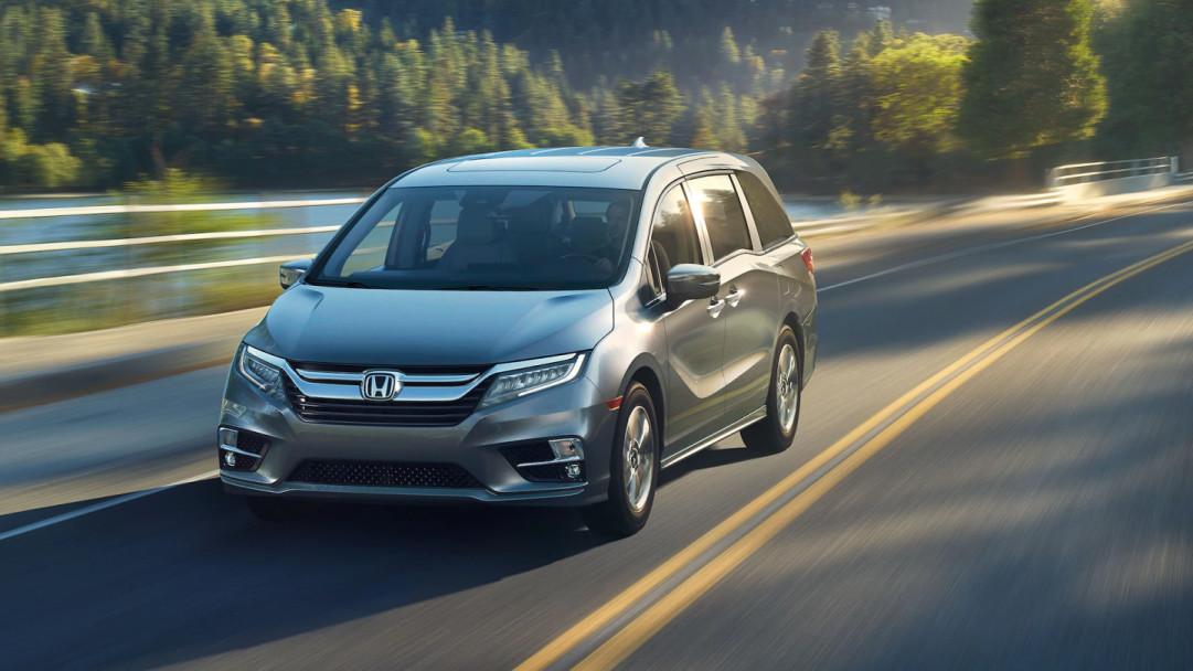 2020 Honda Odyssey vs 2020 Toyota Sienna near Houston, TX