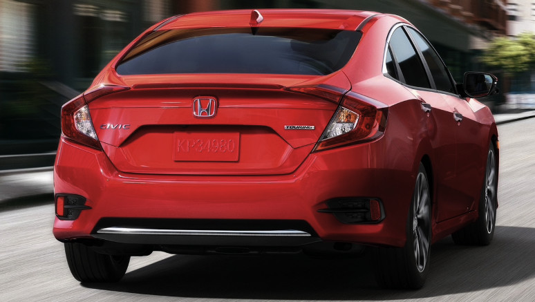 Honda Civic 2020 en color perla de lava fundida.