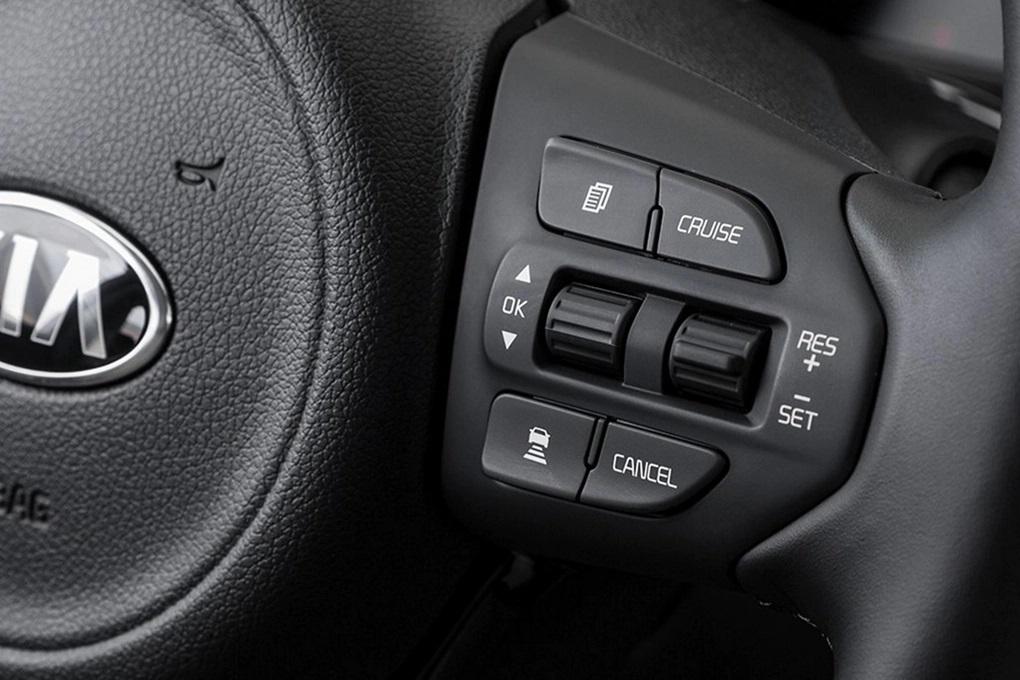 2020 Kia Sedona Steering Wheel-Mounted Controls