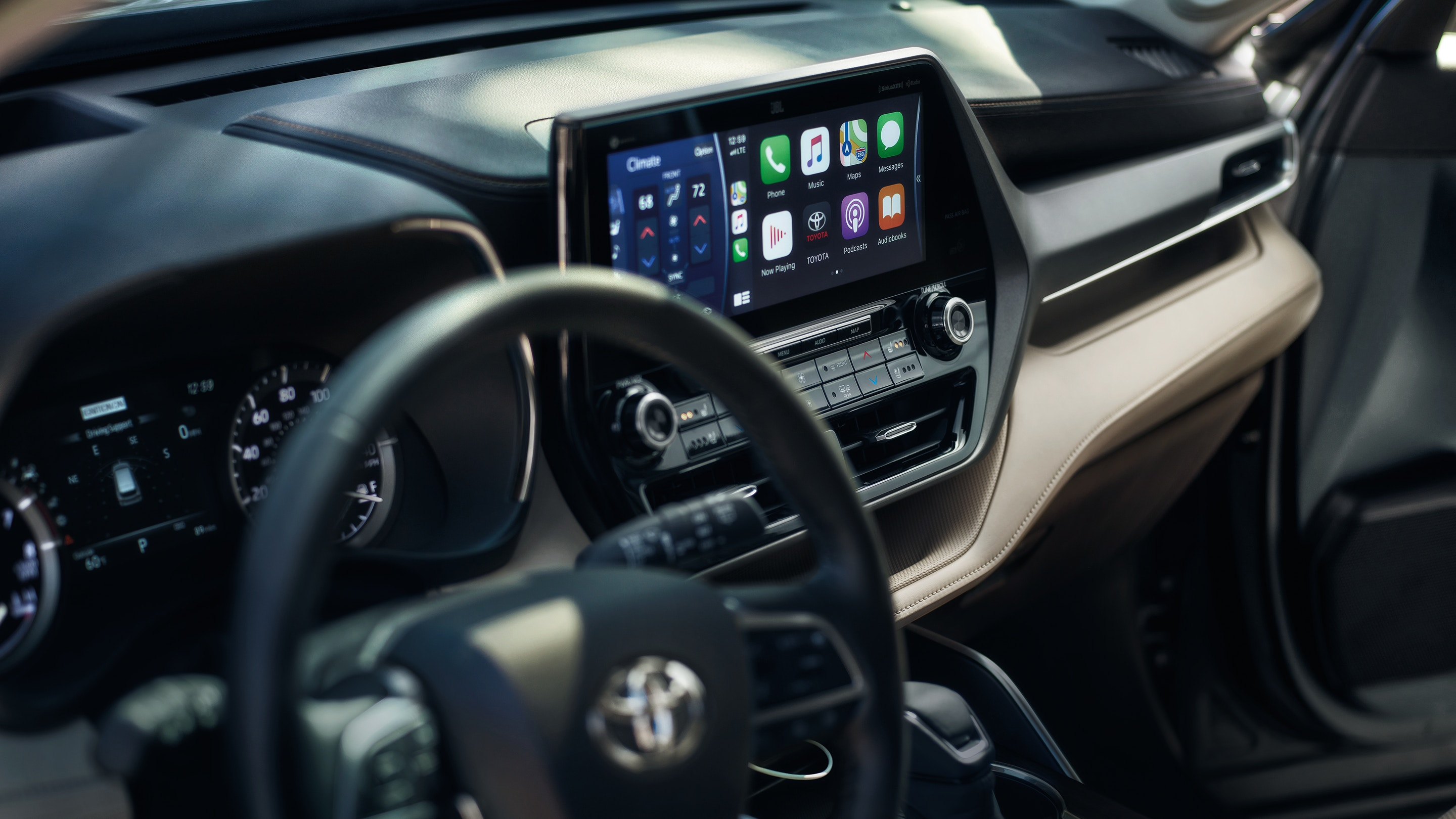 Touchscreen in the 2020 Toyota Highlander
