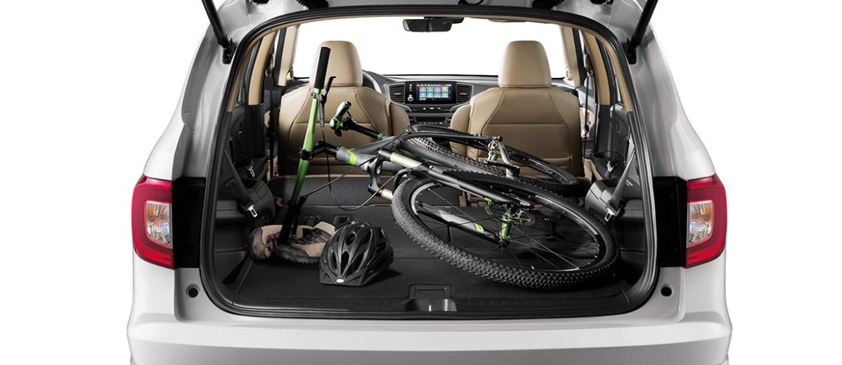 Si pliegas los asientos traseros obtienes hasta 109 pies cúbicos de espacio de carga.
