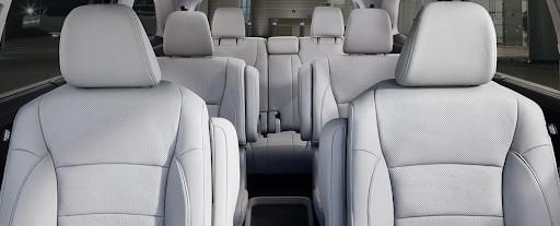 Encontrarás mucho confort en sus tres filas de asientos.