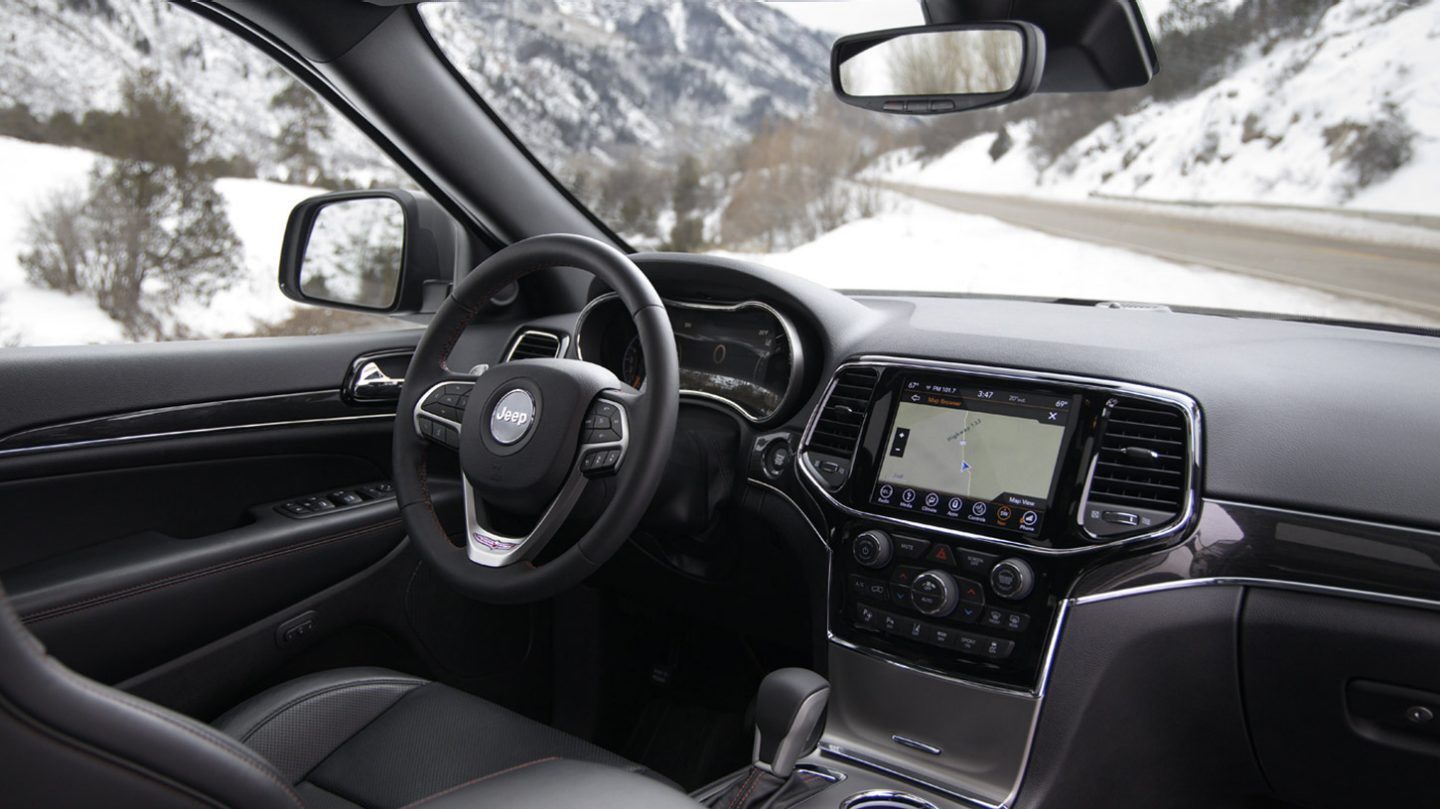 Interior of the 2020 Jeep Grand Cherokee