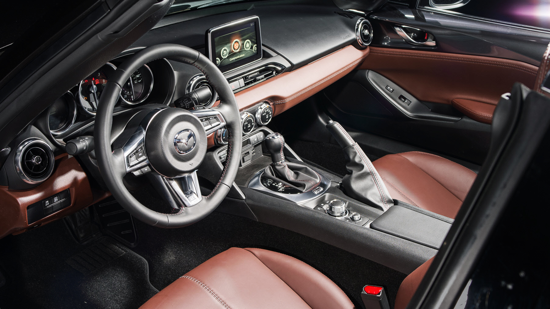 A Well-Decked out Interior Makes the Mazda MX-5 Miata RF Amazing