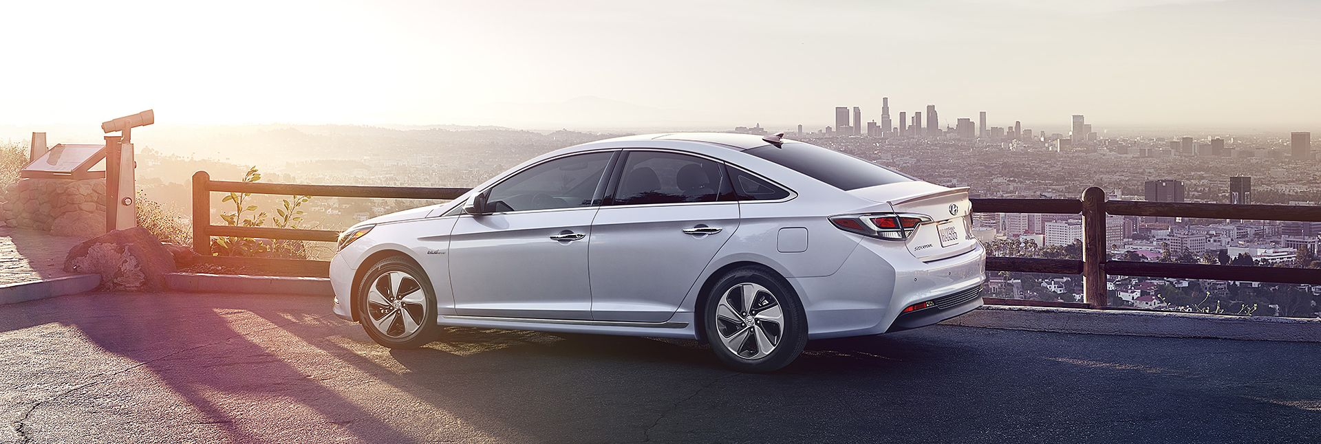 Hyundai Sonata: Impact sensing door unlock system (if equipped)