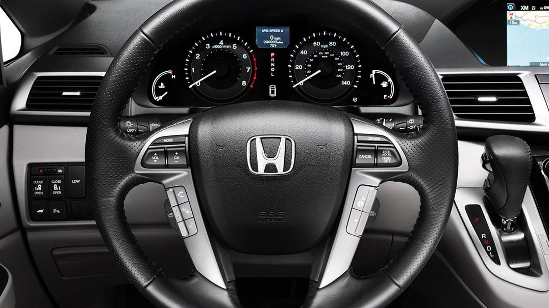Enjoy the Convenient Instrument Display in the 2017 Odyssey!